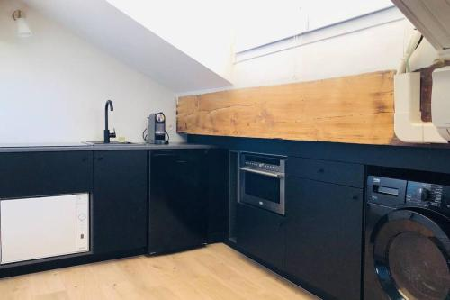 A kitchen or kitchenette at Studio vue mer dans le quartier de saint Victor