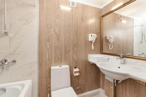 A bathroom at Expo Hotel Myakinino