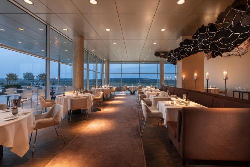 Un restaurante o sitio para comer en Eurostars Valbusenda Hotel Bodega & Spa