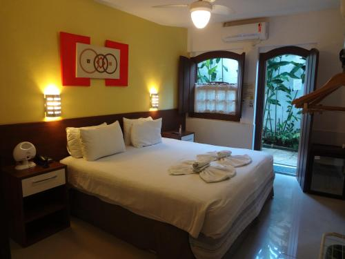 A bed or beds in a room at Pousada Doce Paraty