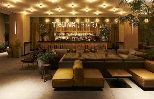 The lounge or bar area at TRUNK (HOTEL)