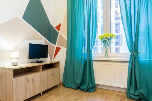 Телевизор и/или развлекательный центр в Студия на Кременчугской
