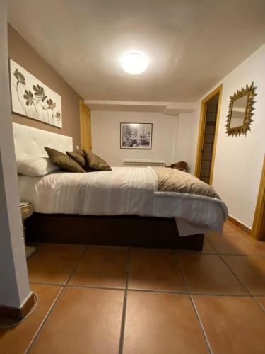 A bed or beds in a room at Apartamento bodega intima