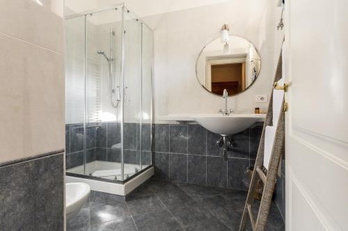 A bathroom at Cas'E Charming House Family
