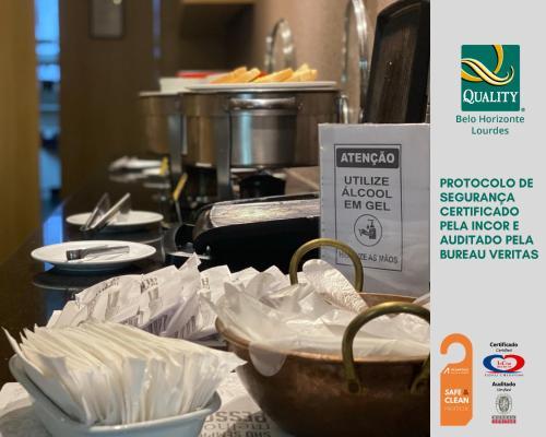 Um restaurante ou outro lugar para comer em Quality Belo Horizonte Lourdes