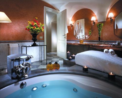 A bathroom at Grand Hotel De La Minerve
