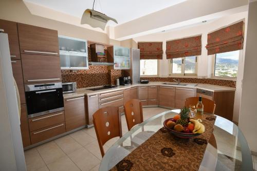 A kitchen or kitchenette at Villa Blue Dream