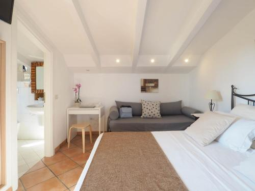 A bed or beds in a room at Residence e B&B Villamirella