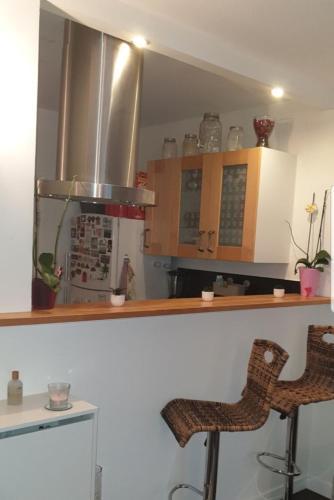 A kitchen or kitchenette at La résidence des calanques