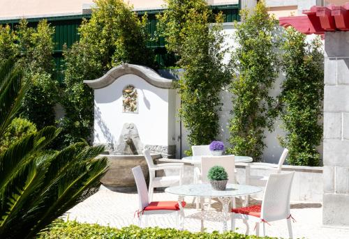 A restaurant or other place to eat at Pergola Boutique Hotel