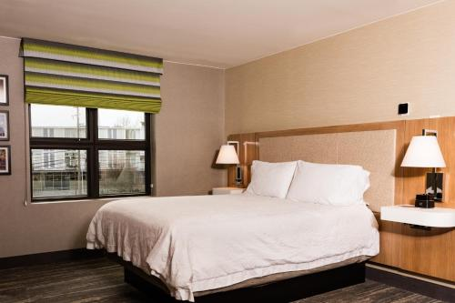 A bed or beds in a room at Hampton Inn & Suites Seattle-Downtown