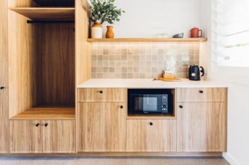 A kitchen or kitchenette at The Lodge Bellingen