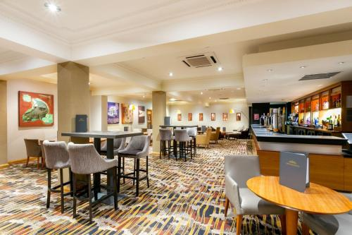The lounge or bar area at The Park Royal - QHotels