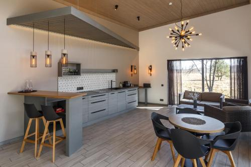 Virtuve vai virtuves zona naktsmītnē Pļavas Holiday House