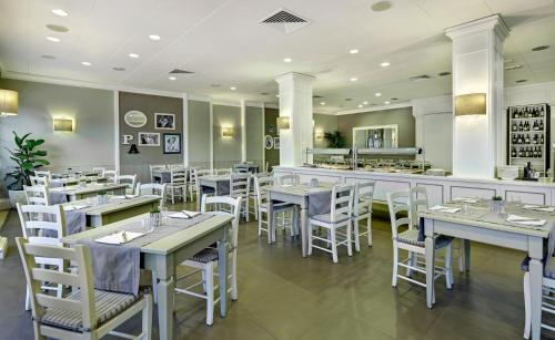 A restaurant or other place to eat at Crowne Plaza Rome St. Peter's, an IHG Hotel