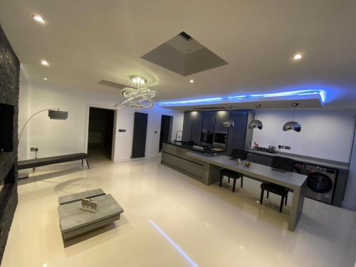 A kitchen or kitchenette at Luxury living