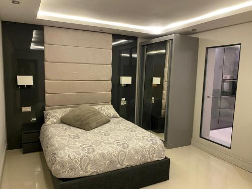 A bed or beds in a room at Luxury living
