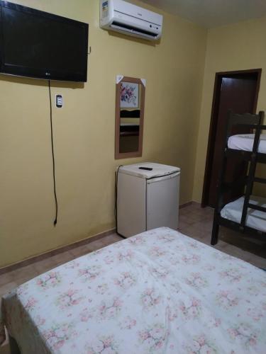 A television and/or entertainment centre at Pousada Sol de Iracema Centro