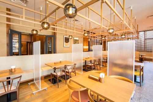A restaurant or other place to eat at karaksa hotel grande Shin-Osaka Tower