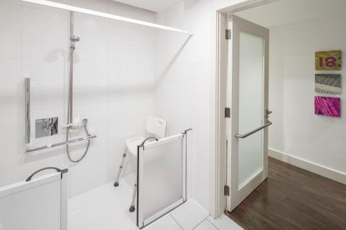 Ванная комната в Hotel Indigo Liverpool, an IHG Hotel