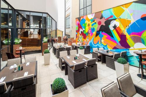 A restaurant or other place to eat at Hotel Indigo Liverpool, an IHG Hotel