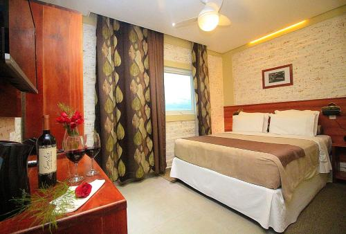 A bed or beds in a room at Hotel Villa Lobos