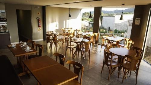A restaurant or other place to eat at Pousada Rota12