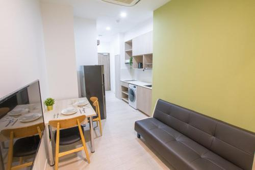 A seating area at Cantonment Serviced Apartment