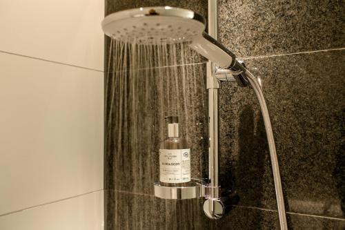 Een badkamer bij Motel One München Sendlinger Tor