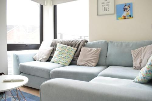 A seating area at Bright 1 Bedroom Flat in North London With Balcony