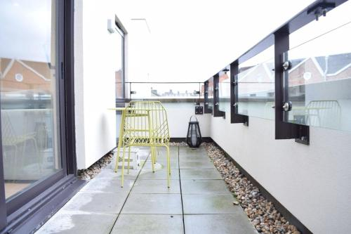 A balcony or terrace at Bright 1 Bedroom Flat in North London With Balcony