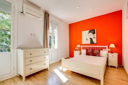 Cama o camas de una habitación en Joyful 2 Bed in the fantastic Sant Antoni area