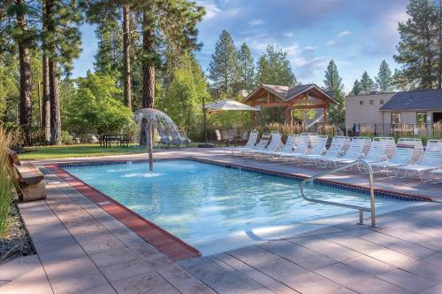 The swimming pool at or near Seventh Mountain Resort