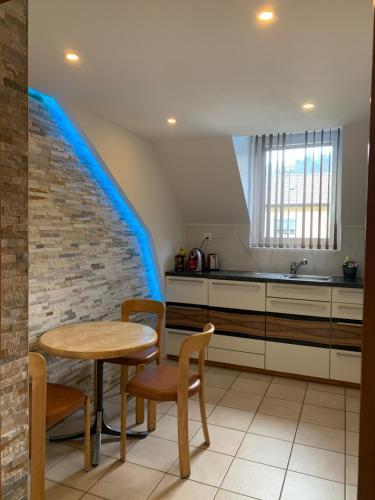 Küche/Küchenzeile in der Unterkunft Studio cosy au centre de Couvet