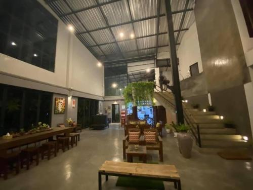 The lobby or reception area at Nornlamphun Boutique Hotel