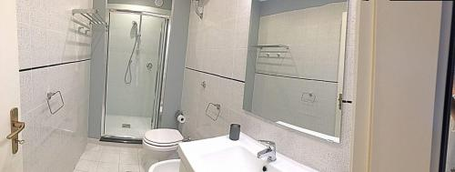 A bathroom at Residence Torre Delle Viole