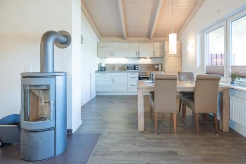 A kitchen or kitchenette at Ferienhaus - Pellworm