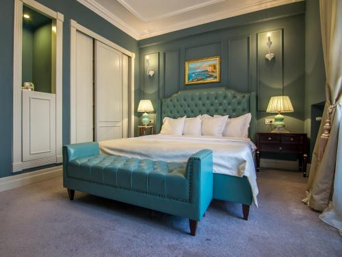 A bed or beds in a room at Hotel Lido by Phoenicia