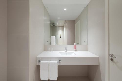 A bathroom at Rove Trade Centre