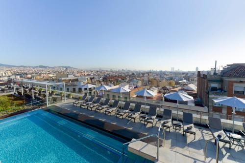 The swimming pool at or close to InterContinental Barcelona, an IHG Hotel