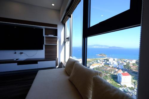 A television and/or entertainment centre at Stay in Nha Trang Apartment