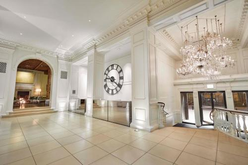 The lobby or reception area at Ambassador Chicago, part of JdV by Hyatt