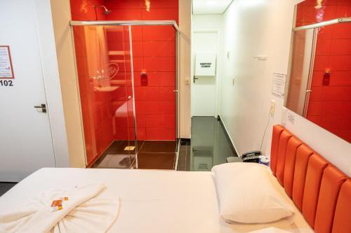 Um banheiro em Fire Motel
