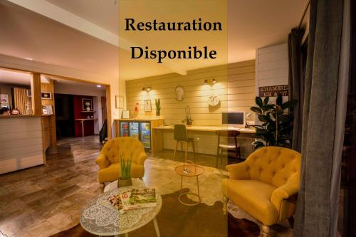 The lobby or reception area at A l'Hôtel Pau Université