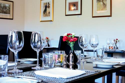 A restaurant or other place to eat at Rollestone Manor B&B and Restaurant