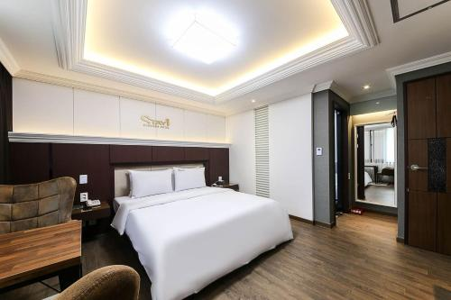 A bed or beds in a room at ACC Stay Hotel Gwangju