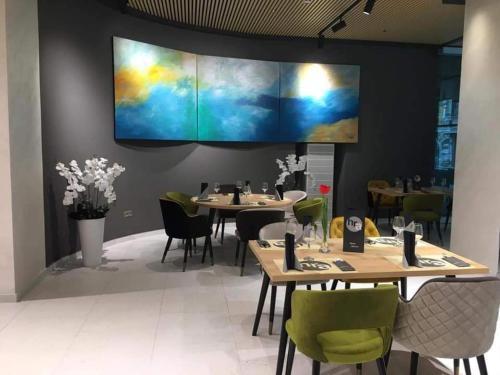 Un restaurant sau alt loc unde se poate mânca la Hotel Aurora