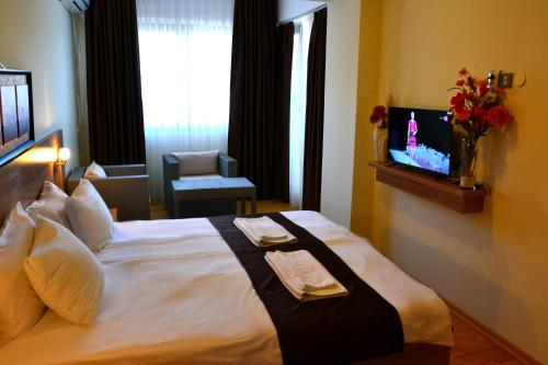 A television and/or entertainment center at Park Lakeside Hotel