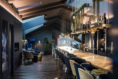 Ein Restaurant oder anderes Speiselokal in der Unterkunft Altstadthotel Weißes Kreuz