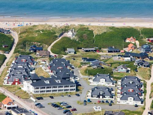 Et luftfoto af 6 person holiday home on a holiday park in Ringkøbing